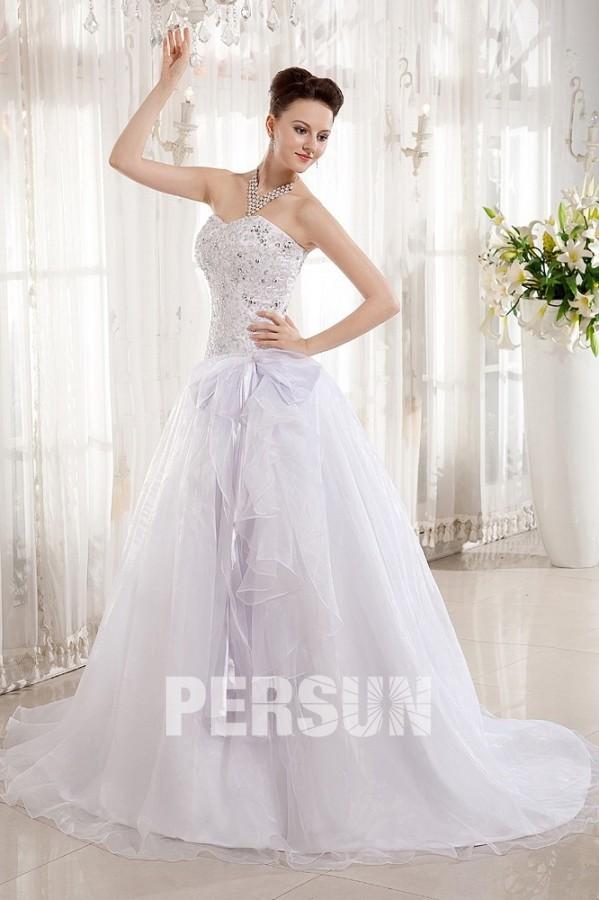 Robe de mariée princesse décolleté en cœur sans bretelle avec un nœud papillon