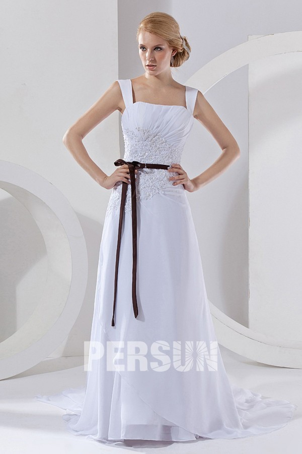 Robe mariée décolleté carré avec bretelle en mousseline ornée de applique et ruché