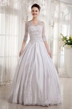 Robe de mariée princesse décolleté en V avec manche au coude en satin