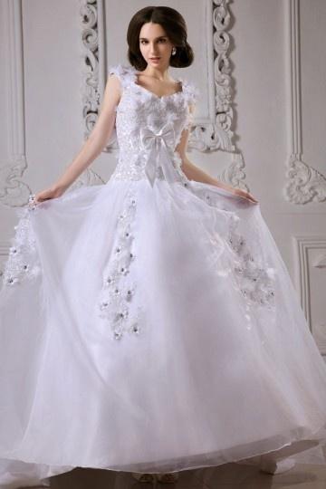 Robe de mariée princesse décolleté en cœur avec bretelle ornée de nœud papillon
