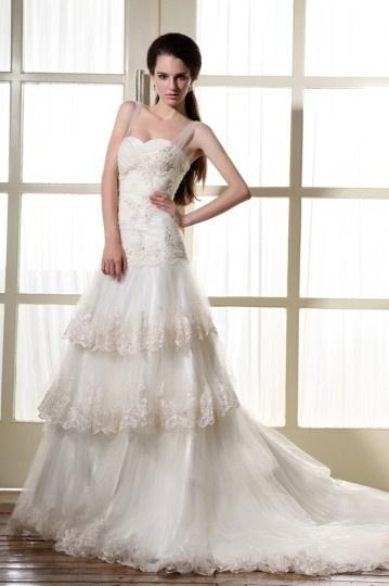 Robe de mariée dentelle décolleté en cœur avec bretelle en tulle à volant