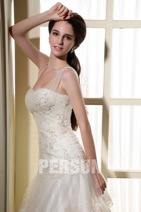 robe de mari e dentelle d collet en c ur avec bretelle en tulle volant. Black Bedroom Furniture Sets. Home Design Ideas