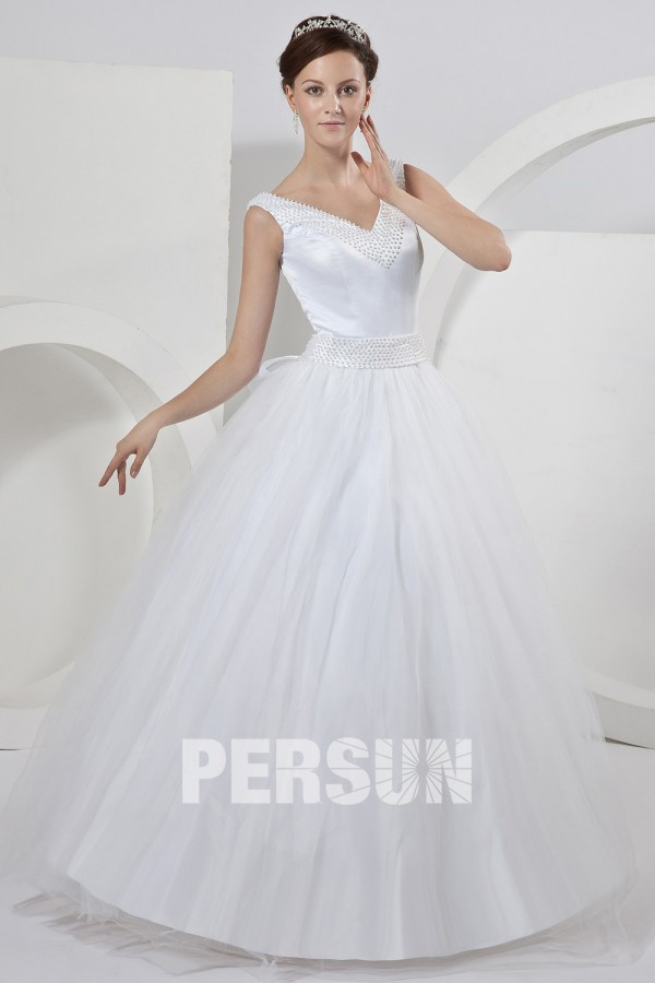 robe de mari e princesse d collet en v orn e de perle n ud papillon. Black Bedroom Furniture Sets. Home Design Ideas