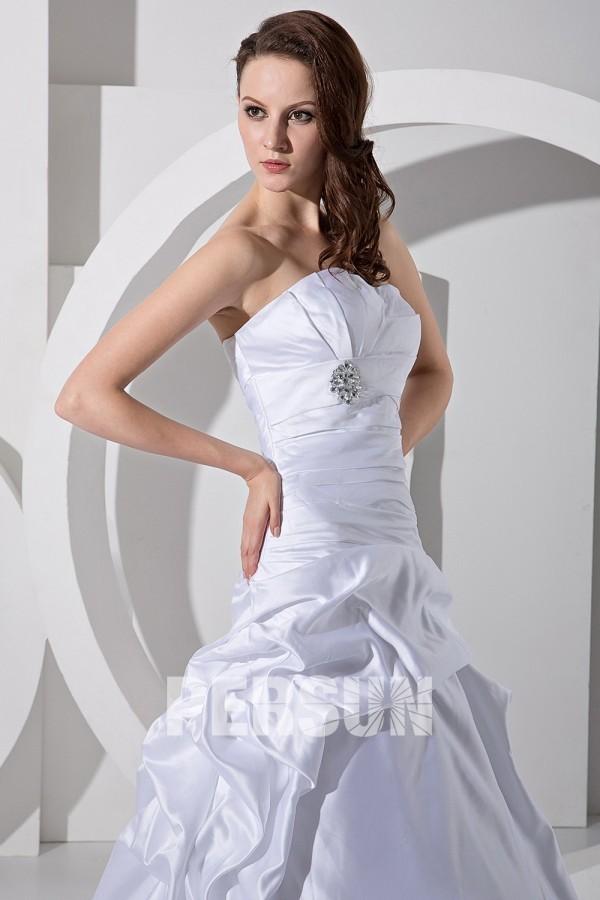 robe de mari e bustier trompette d collet en c ur orn e de bijoux ruch. Black Bedroom Furniture Sets. Home Design Ideas