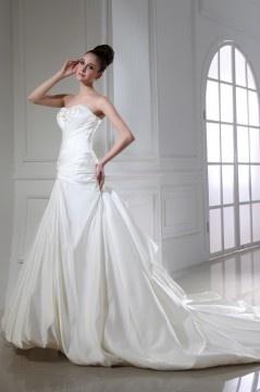 Robe mariée bustier trompette décolleté en cœur ornée de bijoux, paillette, applique