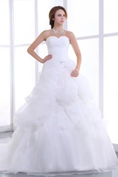 Robe de mariée bustier décolleté en cœur sans bretelle ornée de ruché