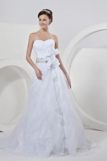 Robe de mariée trompette bustier sans bretelle ornée de fleur faite à la main