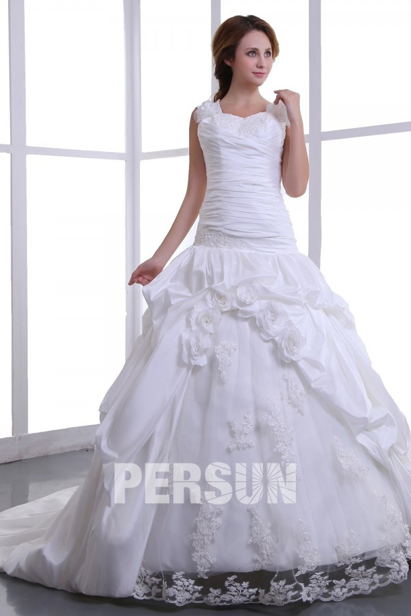 Robe mariée longue en taffetas décolleté carré Ligne A ornée de fleur fait main