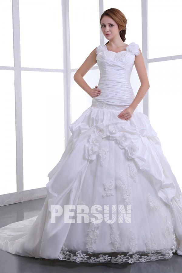 robe mariée classique en taffetas décolleté carré ornée de fleur