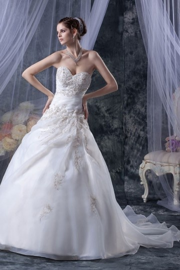 Robe de mariée de luxe décolleté en cœur en organza Ligne A ornée de applique