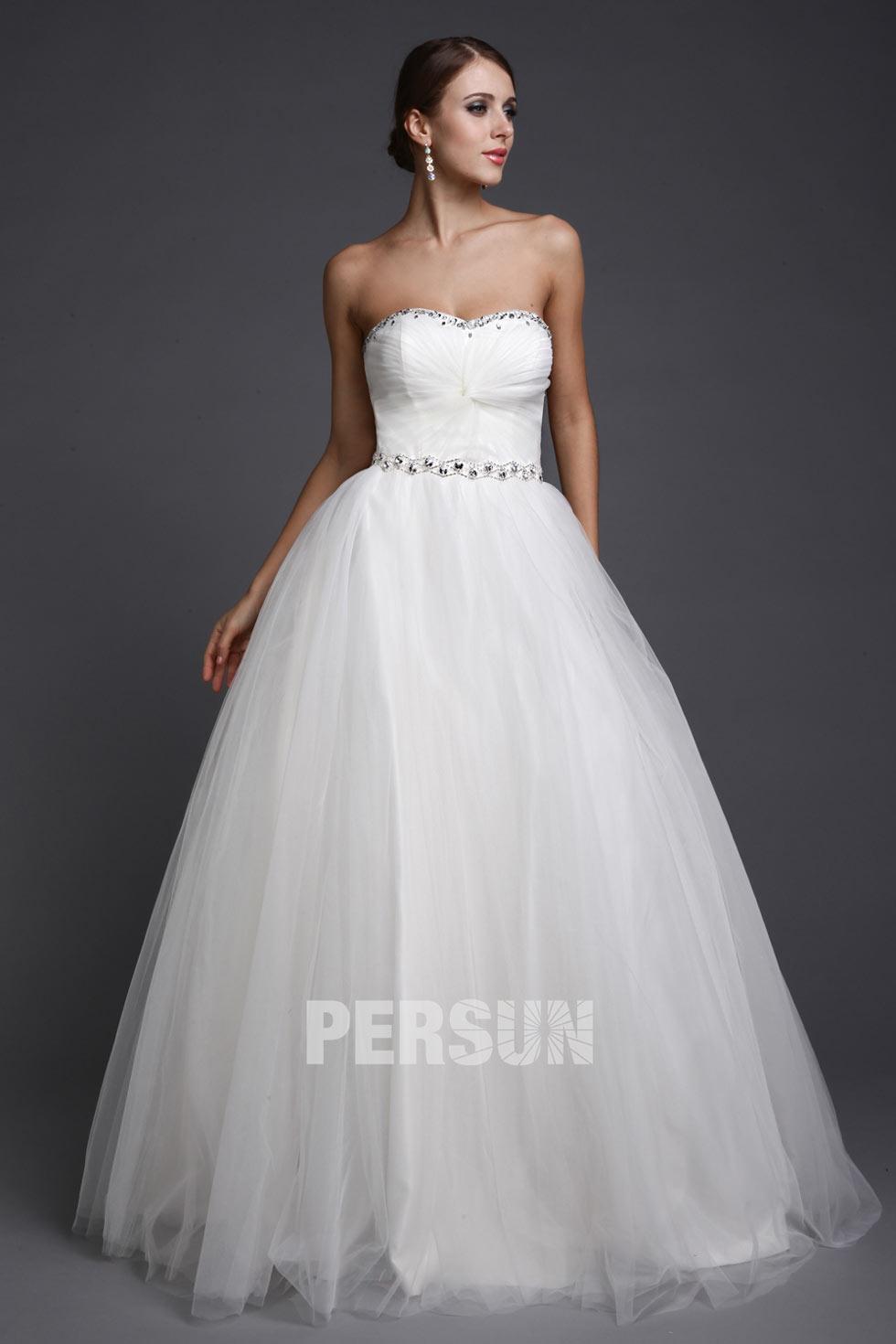 robe de mariée princesse en tulle bustier coeur orné de strass