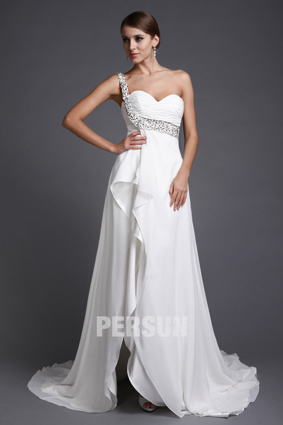 robe blanche asymétrique cousue de paillettes pour mariage décolleté en coeur