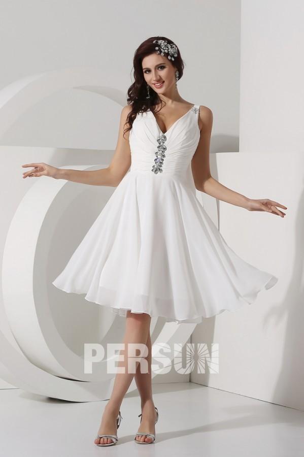 robe de soirée courte blanche col v bustier plissé embelli de strass