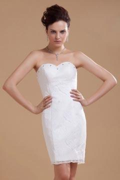 Robe de mariée courte fourreau décolleté en coeur en dentelle