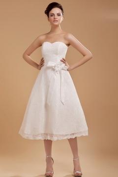 Robe de mariée dentelle bustier coeur ornée d'une fleur faite à la main