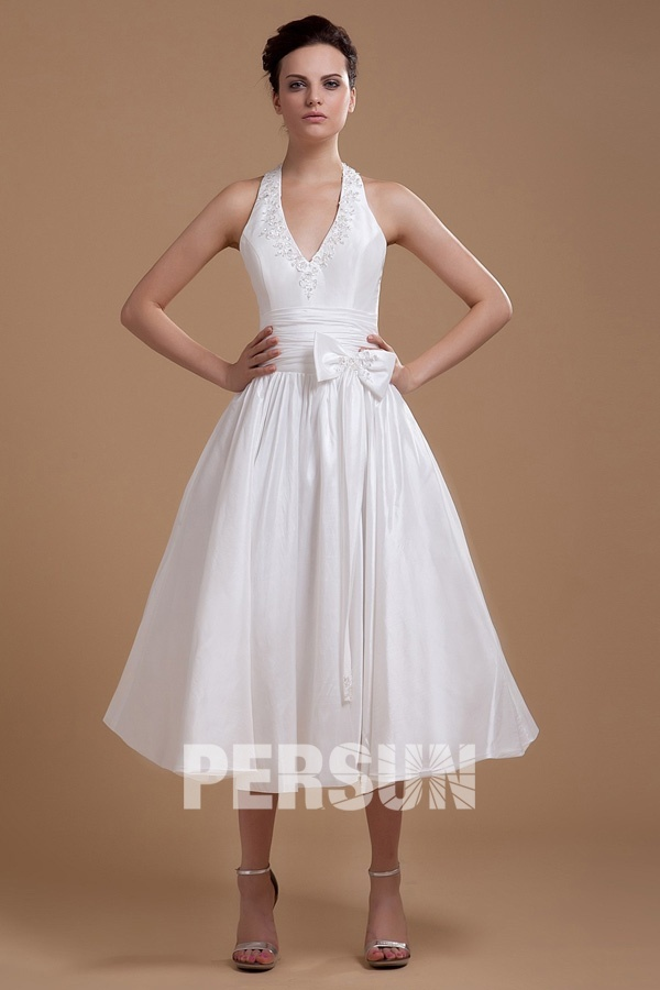robe de mariée mi-longue col halter en dentelle appliquée embelli de noeud papillon