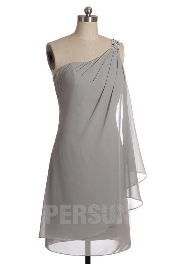 Robe de cocktail courte encolure asymétrique à bretelle strassée