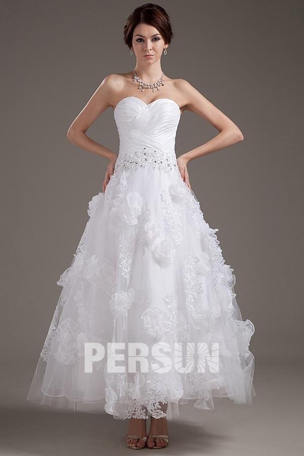 robe de mariée mi-longue bustier coeur plissé embelli de fleurs 3D dentelle