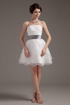 Mini robe de mariée bustier en organza dotée d'une ceinture