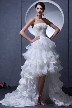 Robe de mariée bustier droit à volant spectaculaire en organza ornée de festons