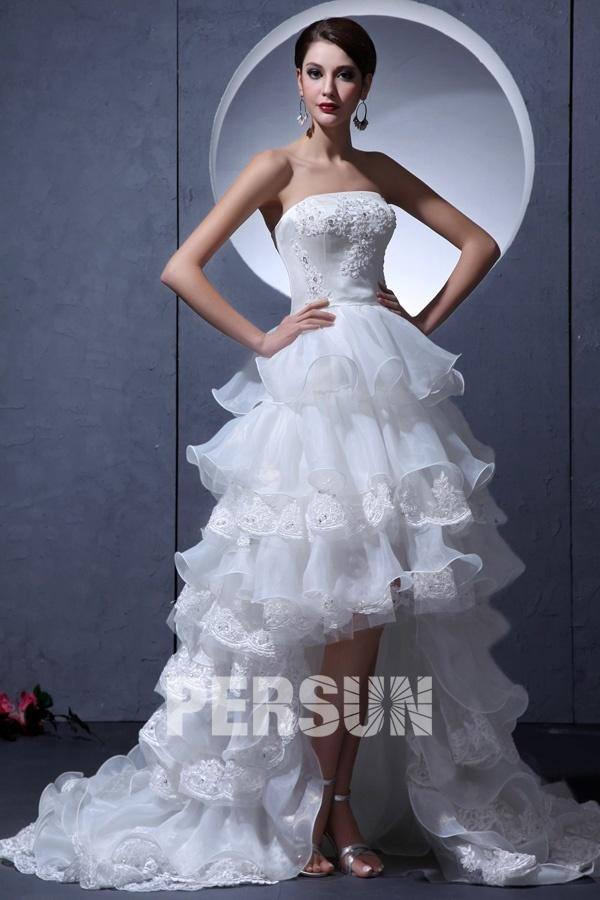 robe de mariée courte devant longue derrière bustier en dentelle appliquée jupe froufrou
