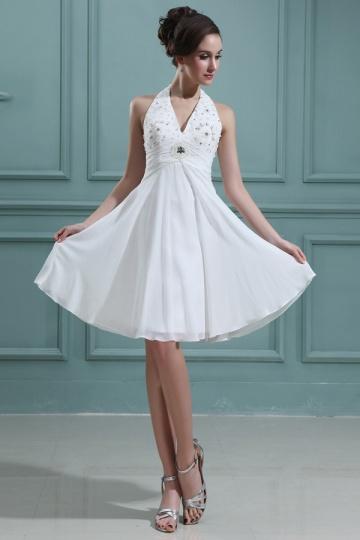 Robe de mariée courte col américain ornée de bijoux