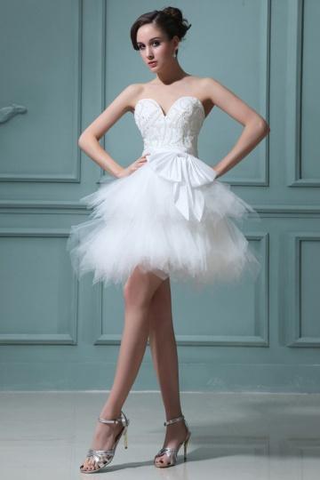 Mini robe de mariée bustier coeur à jupe évasée