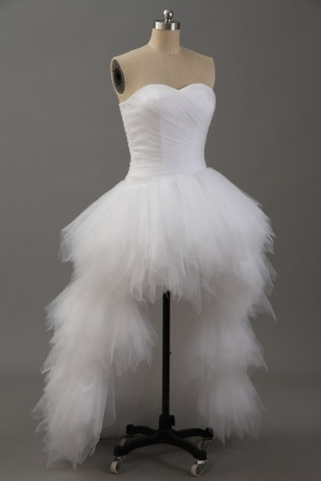 Robe de mariée courte devant longue derrière bustier coeur à jupe volantée