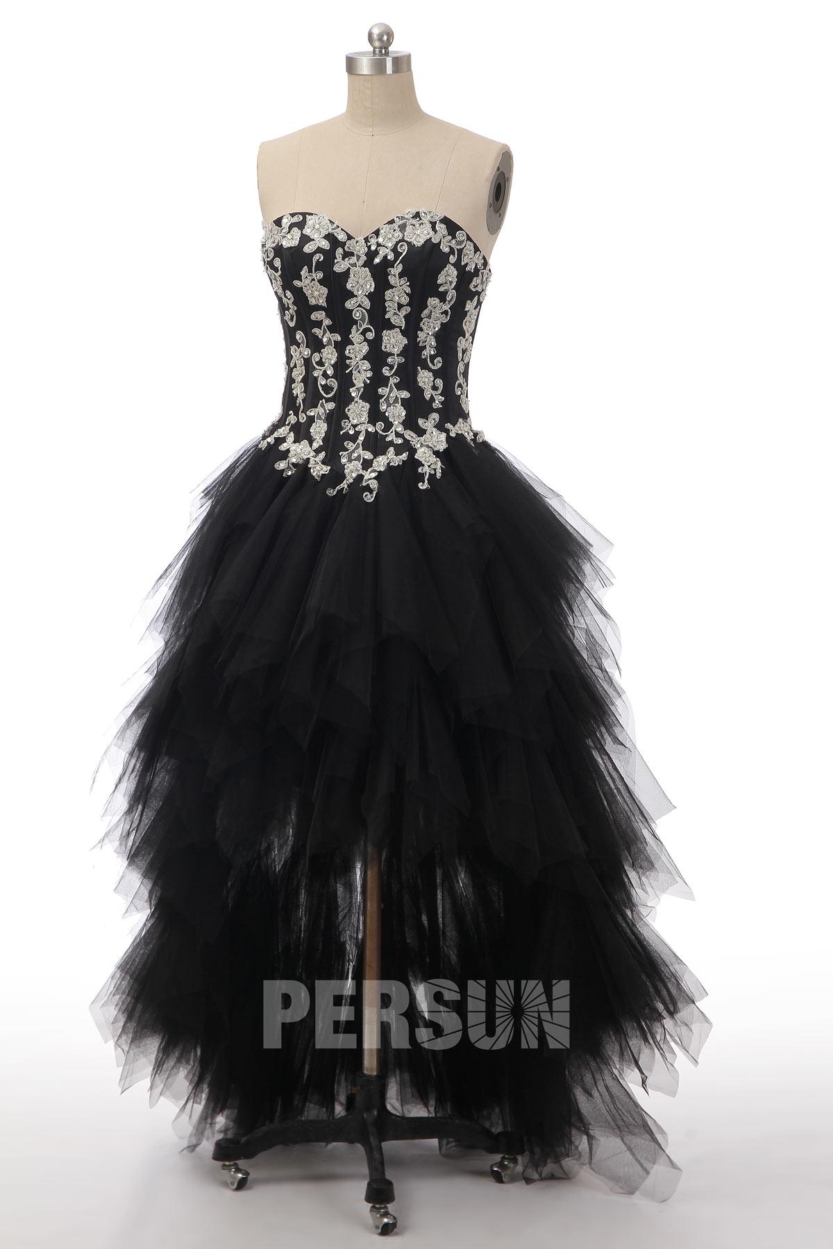 robe de mariée noire courte devant longue derrière bustier appliquée de florale et jupe à volant