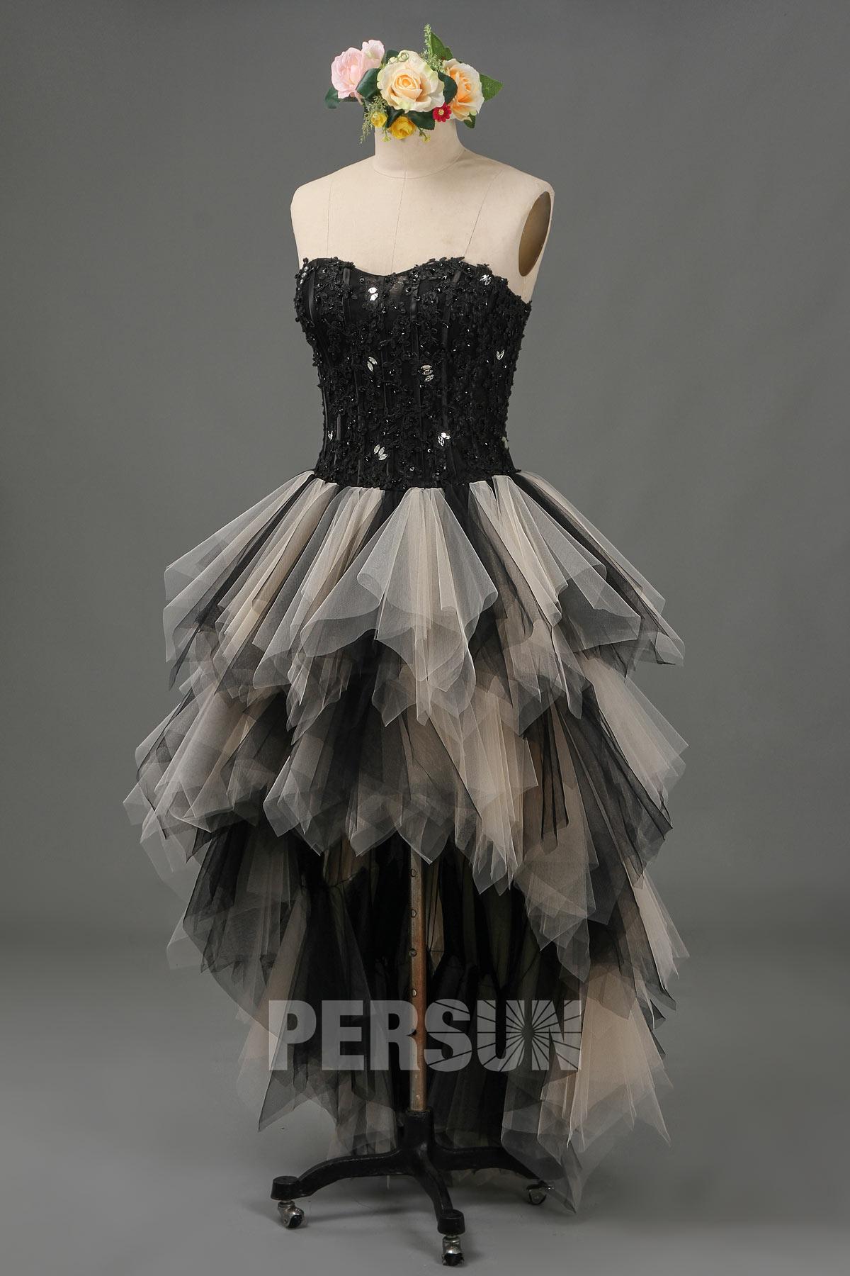robe de mariée gothique courte devant longue derrière noire et champagne bustier en dentelle appliquée
