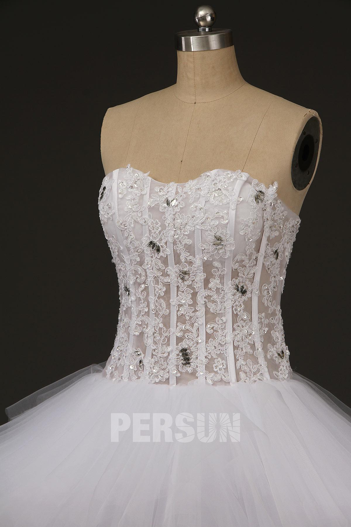 robe de mariée bustier coeur en dentelle transparent embelli de strass