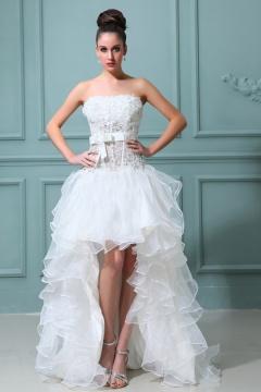 Robe mariée courte décolleté en coeur ornée de fleurs en organza