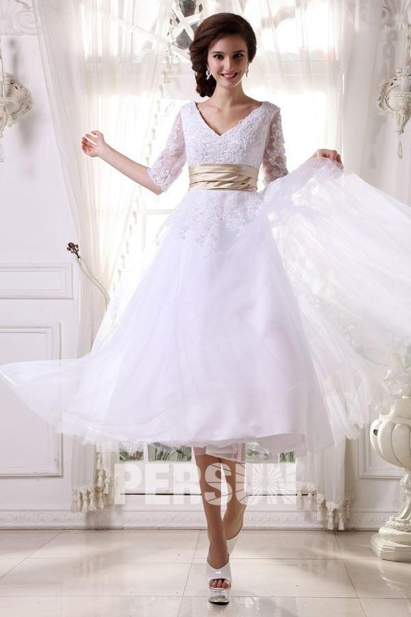 robe de mariée mi-longue col v en dentelle appliquée avec manche courte