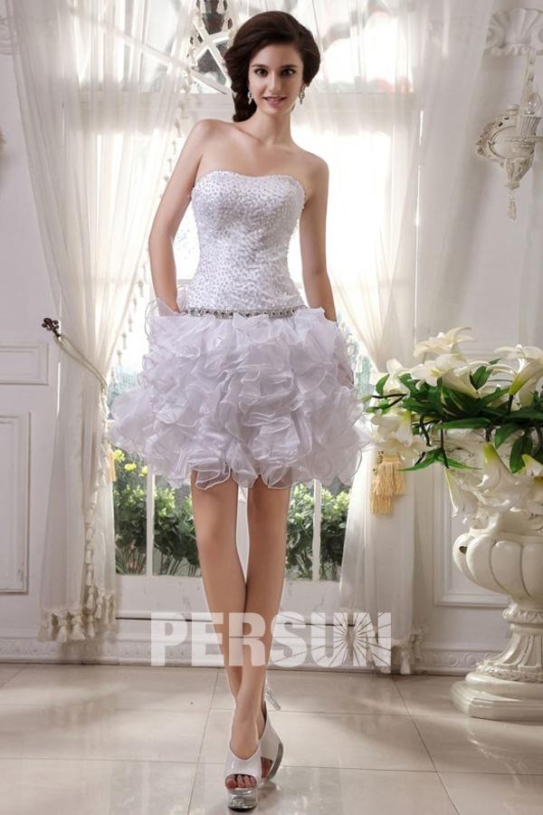 Mini robe de mariée décolleté en coeur parsemée de bijoux