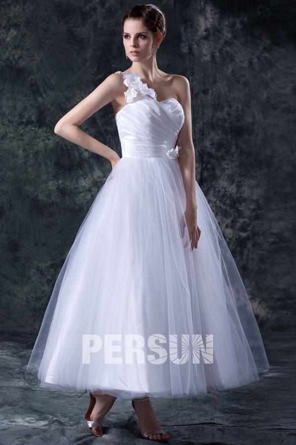 Robe de mariée princesse asymétrique ornée de fleurs