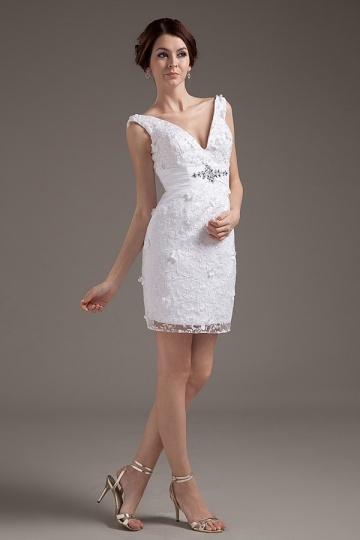 Mini robe de mariée dentelle col V ornée de bijoux