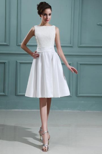 robe de mariée courte moderne col bateau