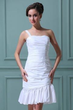 Robe courte blanche fourreau à une bretelle en taffetas