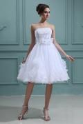 Trägerloses A Linie Perlen Blume Applikation knielanges Brautkleid