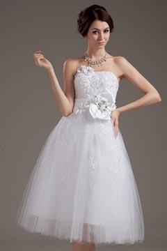 Robe de mariée bustier cœur en tulle ornée de fleurs