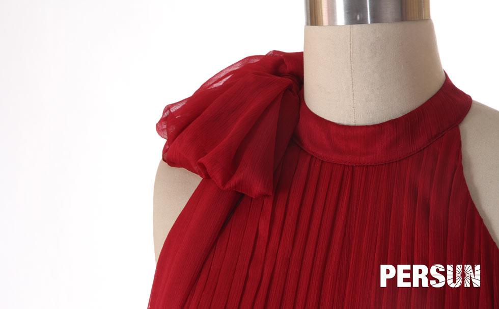 Robe de cérémonie bordeaux plissée à col montant en mousseline