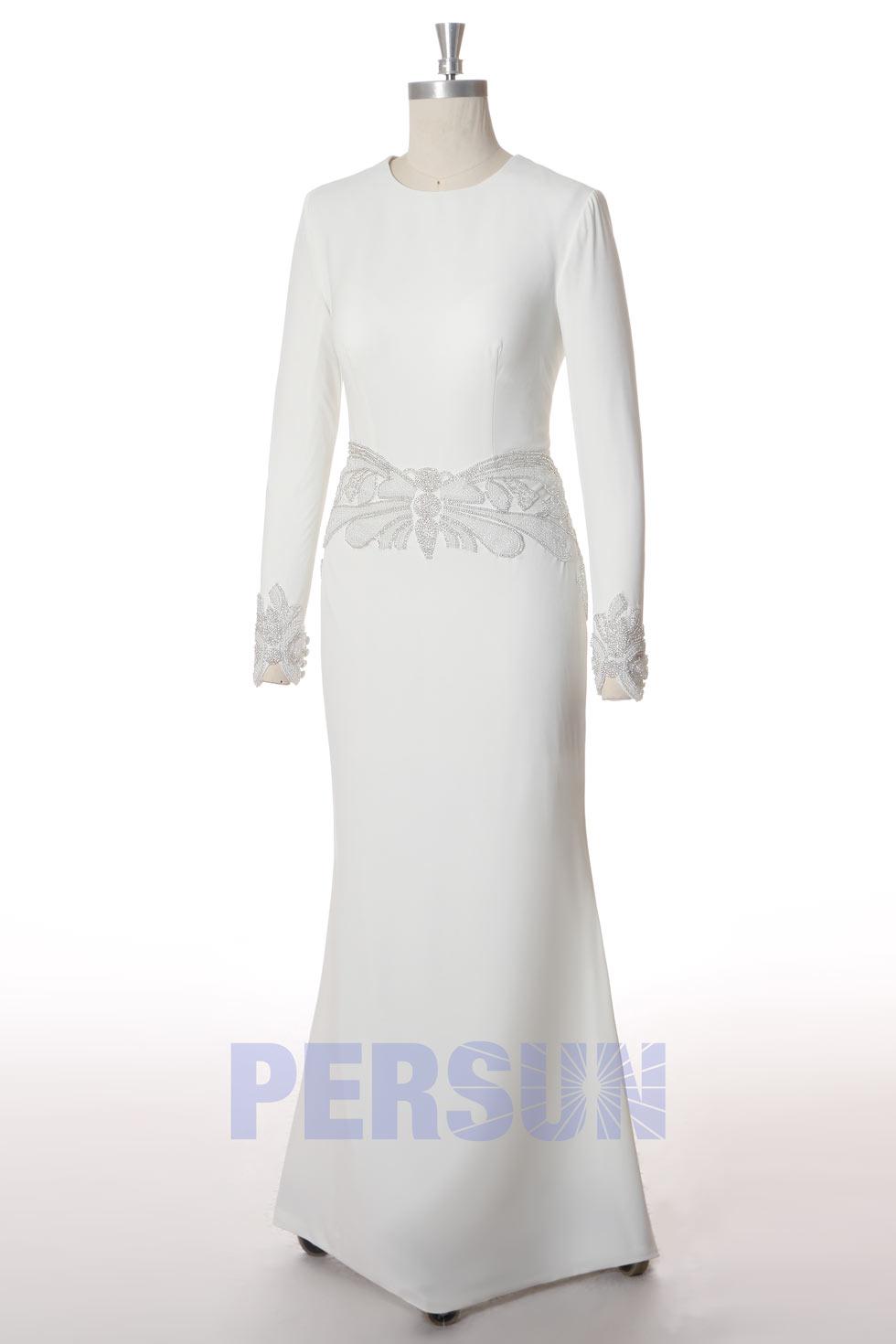 robe mariée simple fourreau avec ceinture bijoux manche longue