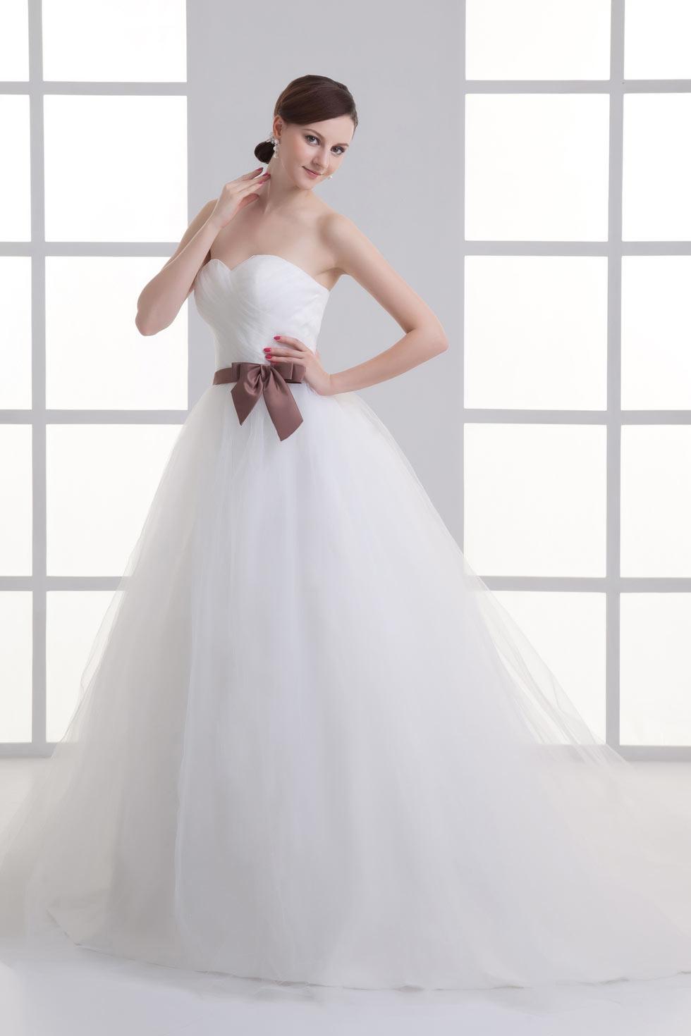 Robe prinsesse de mariée simple en tulle ceinturé de nœud papillon