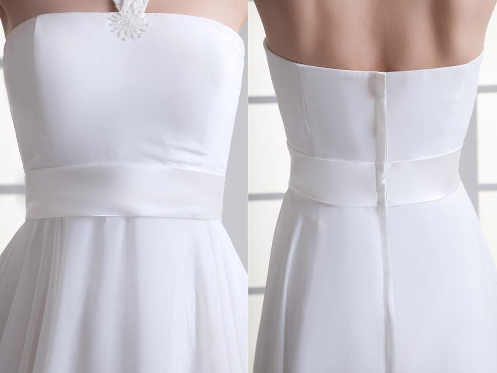 Robe soirée blanche col halter embellie de sequins & drapée