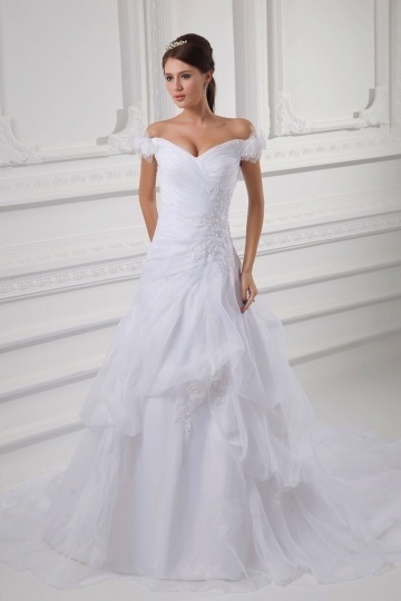 Robe mariée luxe épaule dégagée fleurie ornée de broderie