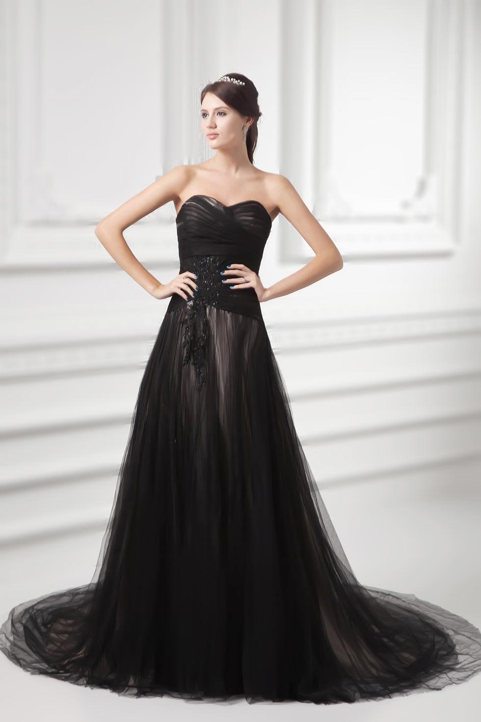 robe de mariée noire bustier coeur en tulle ruchée avec appliques