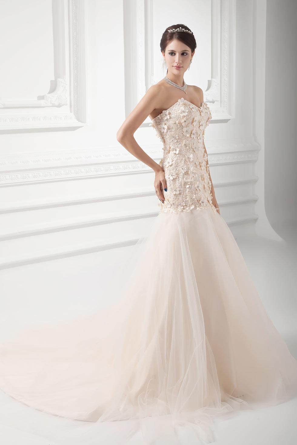 robe de mariée bustier sirène en tulle champagne ornée de fleurs 3D