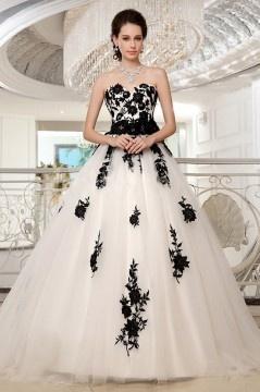 Robe de mariée princesse noire & blanche appliquée de dentelle ajourée