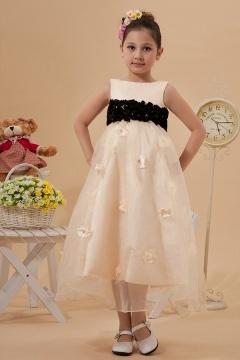 Robe mariage enfant col bateau longue à la cheville ornée de fleur