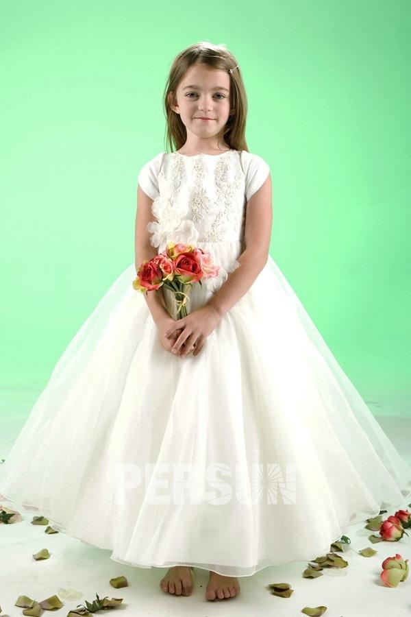 6e360be583748 Robe mariage enfant blanche longue à mancheron ornée de fleurs ...